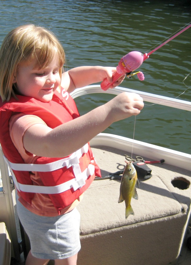 17 Must Have Items to Take Kids Fishing #DiscoverBoating #ad